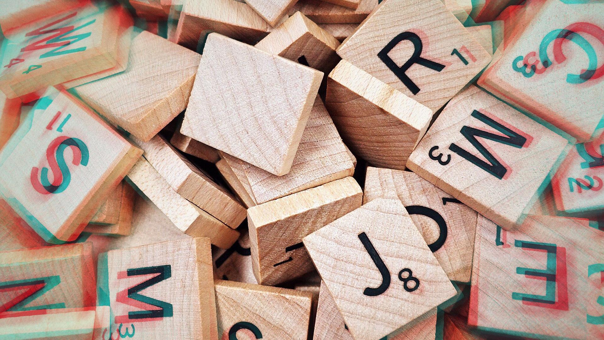 plein de lettre du Scrabble en bois avec le J en avant